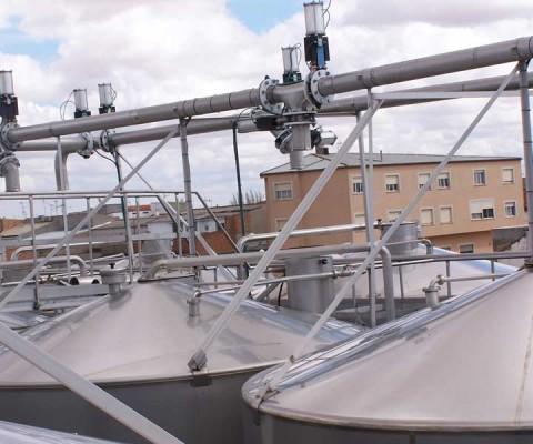 Instalación de tubería de pastas para depósitos autovaciantes